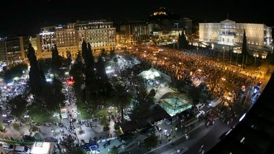 Greeks selebrating NO-vote4425