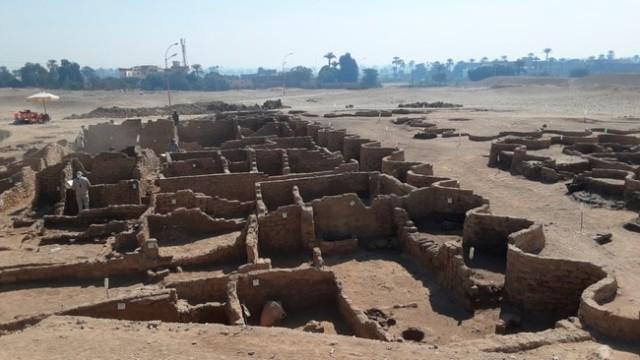 3400 år - Delar av -den forsvunne gylne byen- utanfor Luxor.