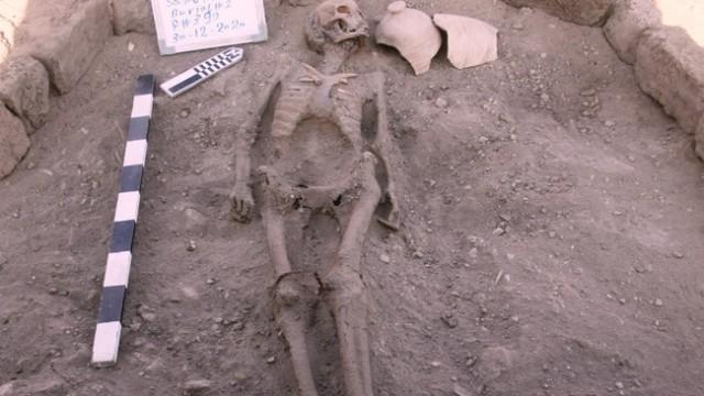 3400 år - Eit skjelett funne i -Luxors tapte gylne by-.